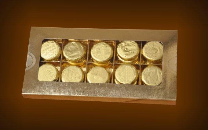 Small box containing 30 chocolate coins gold & Small box containing 30 chocolate coins with transparent window Aboutintivar.Com