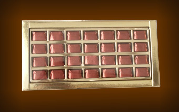 Box containing 28 gianduiotti with transparent top